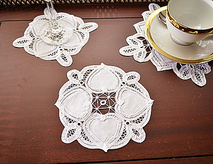 Round Doily. Happy Hearts Battenburg Lace .6x6in. 12 pcs.