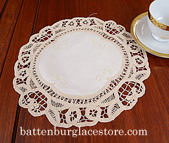 "Round doily. Battenburg. 12"". Mother of Pearl color. 4 pieces."