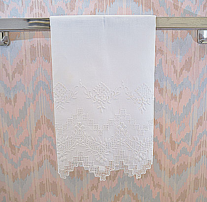 Guest Towel. Extra Fancy Embroidery Old Victorian Raise Grape.