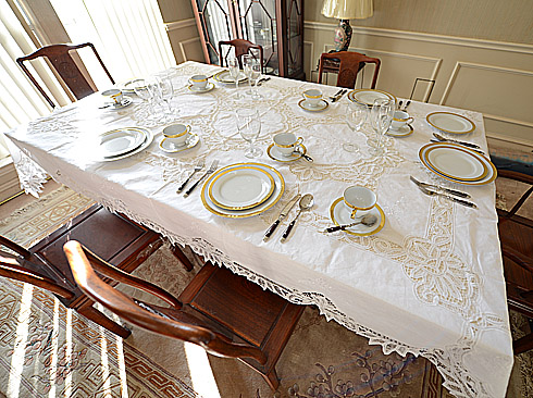 Battenburg Lace Tablecloth 68X105 in. With12 napkin. White.